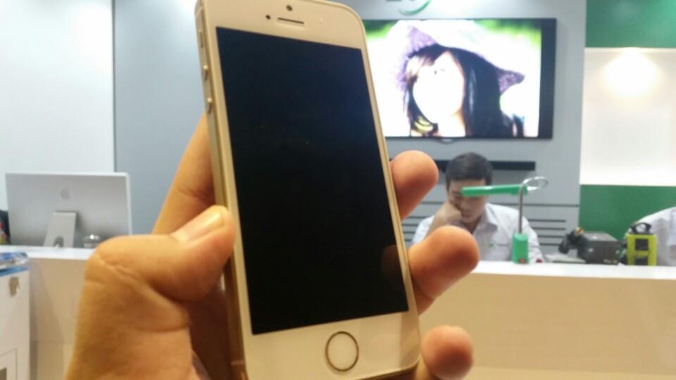 mua iphone 5s xach tay