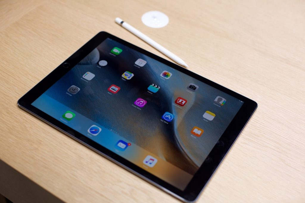 lỗi nhiễu màu trên màn hình iPad Pro