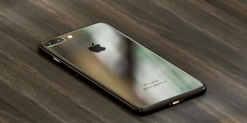 iPhone-7-Plus-imagined-in-Dark-Black-and-Piano-Black-1