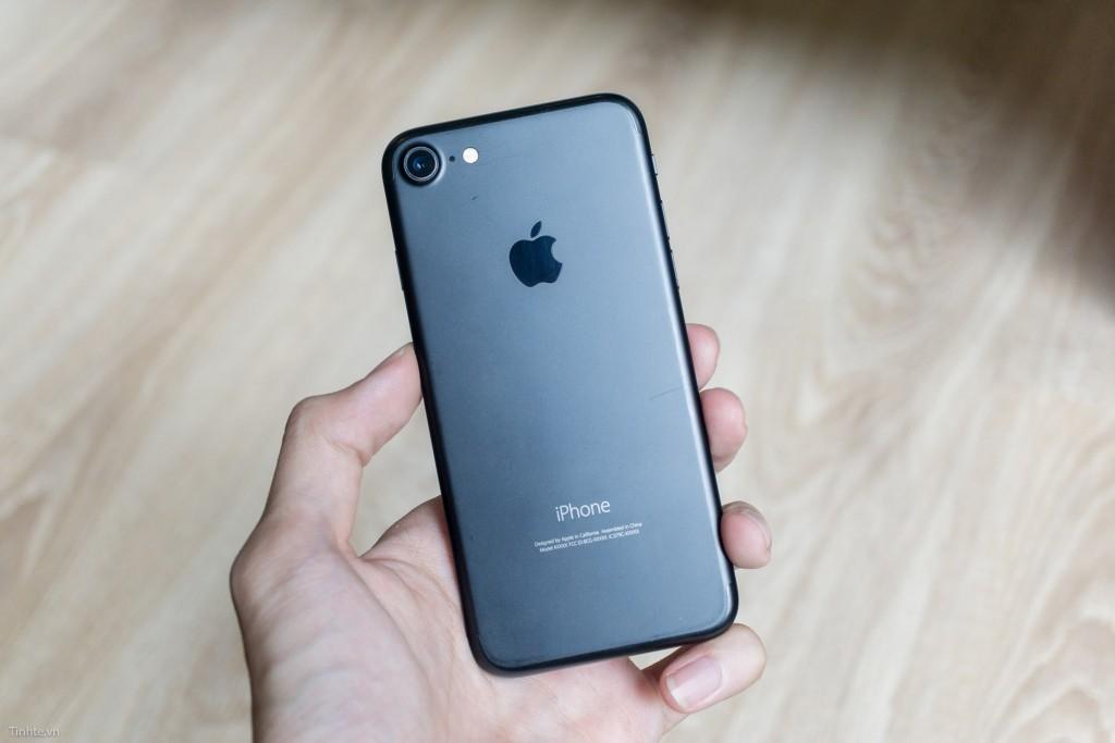 3868674_iphone-7-black-tinhte-7