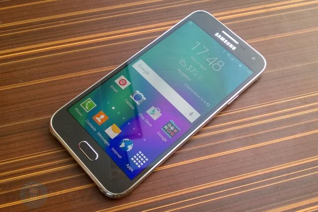 Fix Loi Samsung Galaxy E5 Bi Trang Man Hinh 03