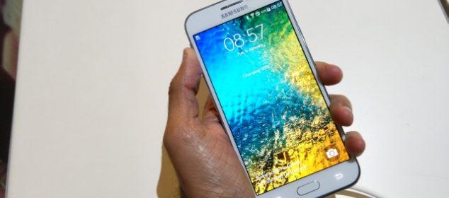 Fix Loi Samsung Galaxy E5 Bi Trang Man Hinh 05