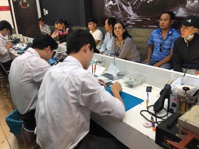 Kiểm tra iPhone 6s Plus xách tay tại Bệnh Viện Điện Thoại 24h