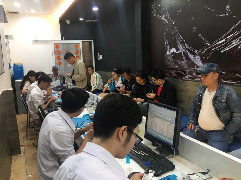 Cach Sua Loi Man Hinh Samsung A9 Pro 2019 Bi Do Liet Loan Cam Ung 03